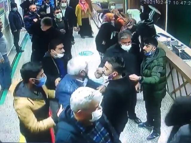 Sağlık çalışanlarına saldırı kameraya yansıdı